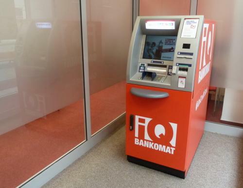 Z bankomatu Unicredit Bank si můžete vybrat takové bankovky, jaké chcete. Stačí si jen zvolit z bankovky 2000 Kč, 1000 Kč nebo 200 Kč.