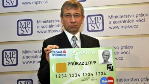 Sociální dávky vám nově dá jen Skarta - sociální karta od státu.