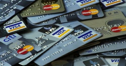 V ČR už mají lidé 10 miliónů platebních karet (debetní i kreditní). Průměrný nákup je za 1149 Kč, průměrný výběr z bankomatu 4201 Kč.